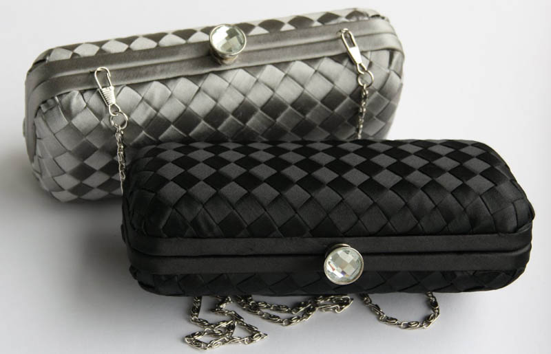 Clutches & Evening Bags - Pack light with stylish clutches from Le Chateau, perfect for any occassion.